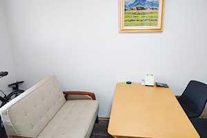 福山事務所応接室